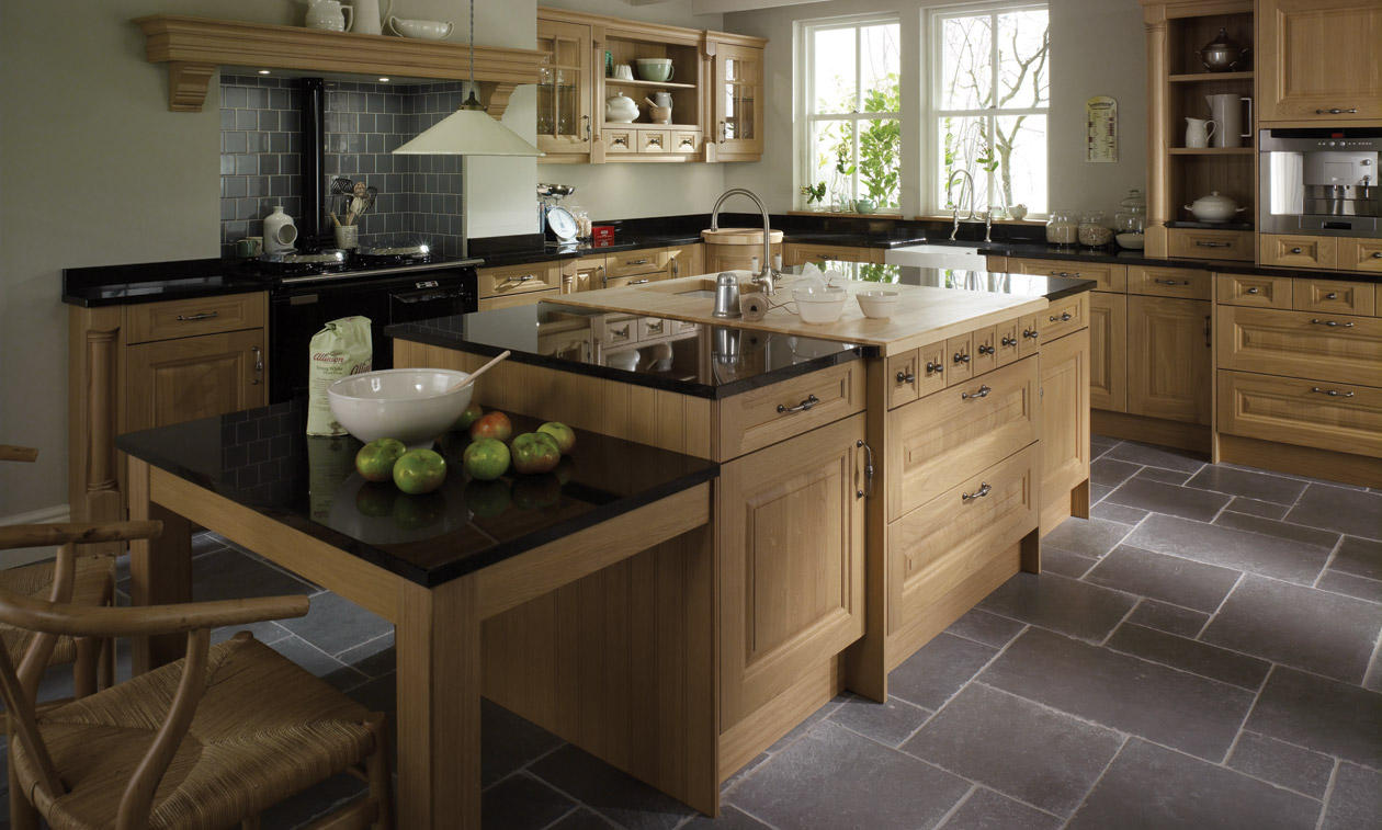 Cornell Oak Fitted Kitchen | Number One Kitchens